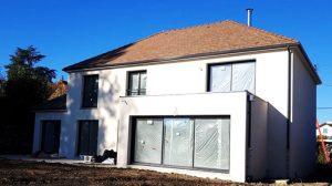 Maison Joa 2 a etage 4 pans avec decroche toit plat grandes baies vitrees aluminium couleur maison architecturee en essonne archidesign