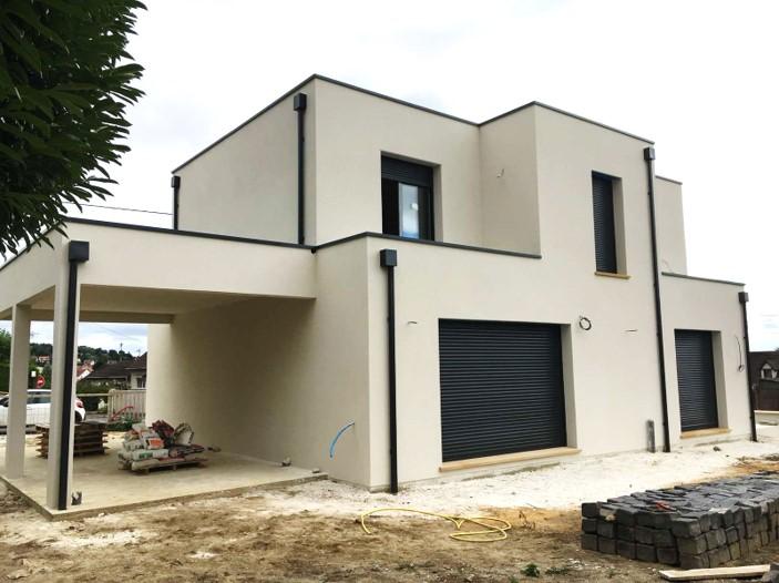 maison sur mesure multiple decroche toit plat en essonne enduit blanc menuiseries gris fonce archidesign